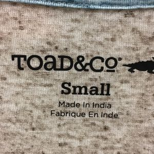 Toad&Co Tops - Toad & Co pocket tee, S
